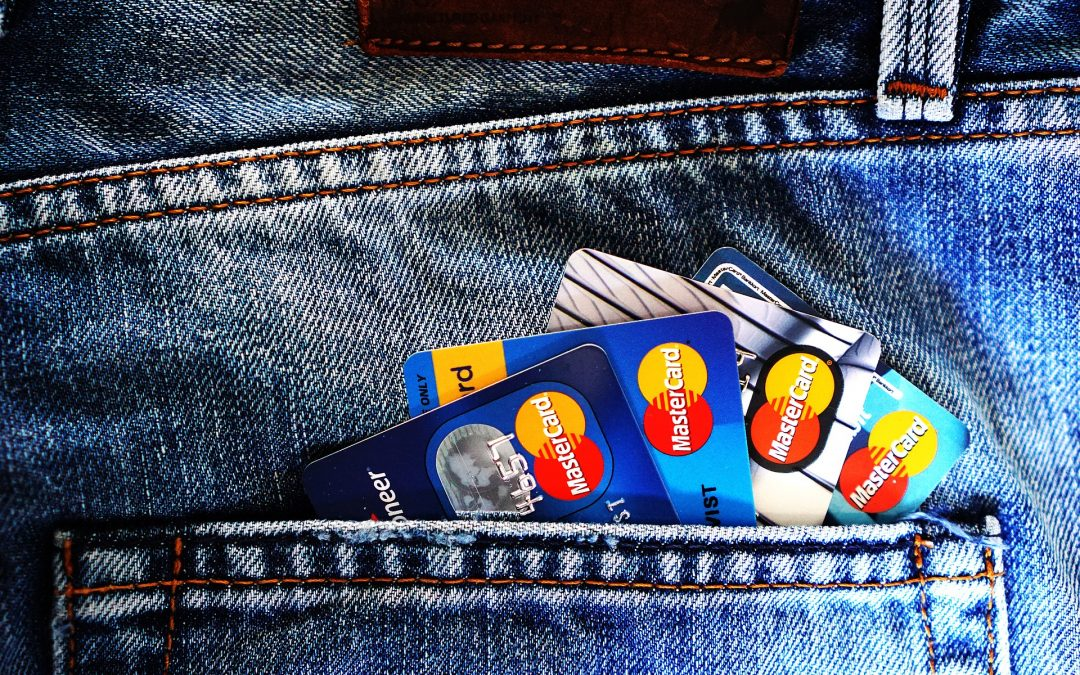 4 Smart Reasons to Use Credit Cards: Why Cash Isn't Always King